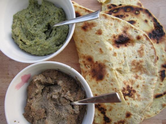 pane indiano con salse
