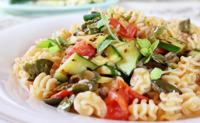 trucioli con zucchine, timo ed olive ammaccate