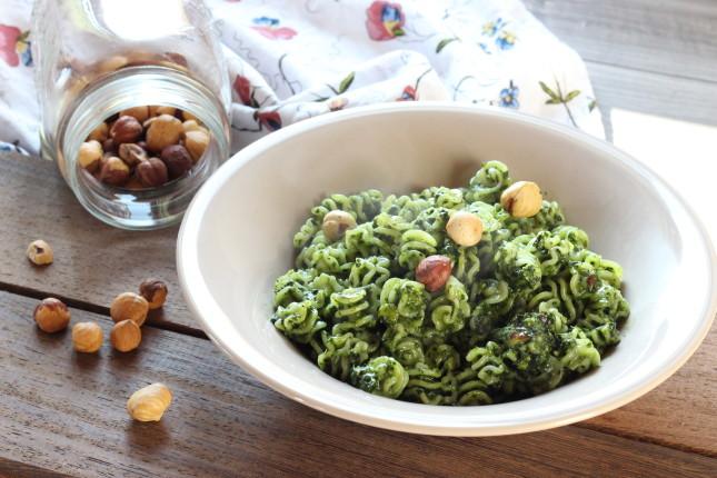 pasta con pesto di cavolo nero e nocciole (2)