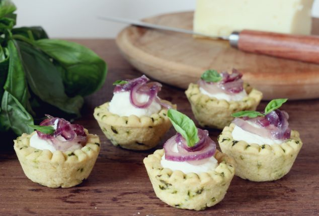 crostatine al basilico, gran mugello e cipolla (8)