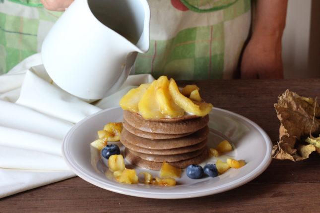 pancakes-alle-castagne-con-mele-e-salsa-alla-camomilla-4