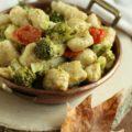 gnochji di quinoa con broccoletti e pomodorini